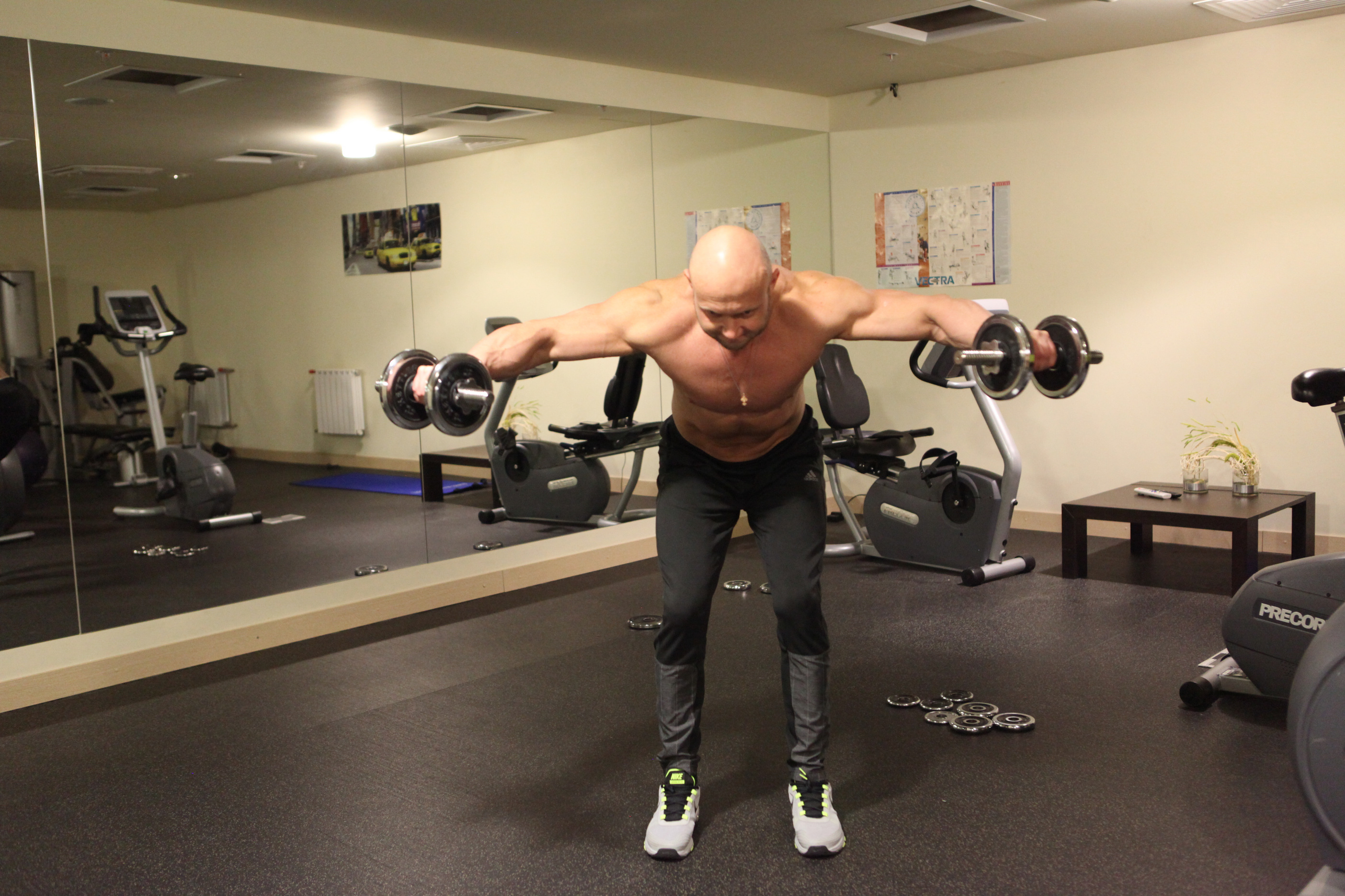 Тренировка плеч: упражнения и программа для отстающих пучков дельтовидных мышц