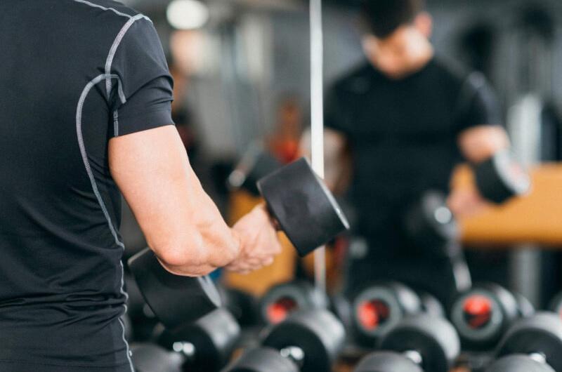 Функциональный тренинг: упражнения с гантелями (фото)