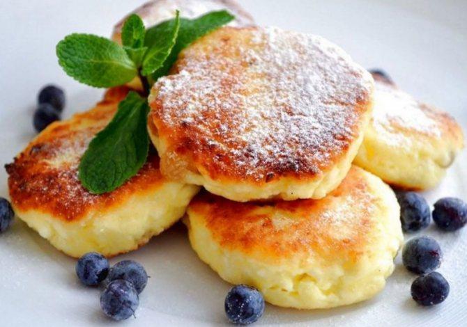 Пышные сырники из творога на сковороде – 9 классических пошаговых рецептов, иллюстрированных фото