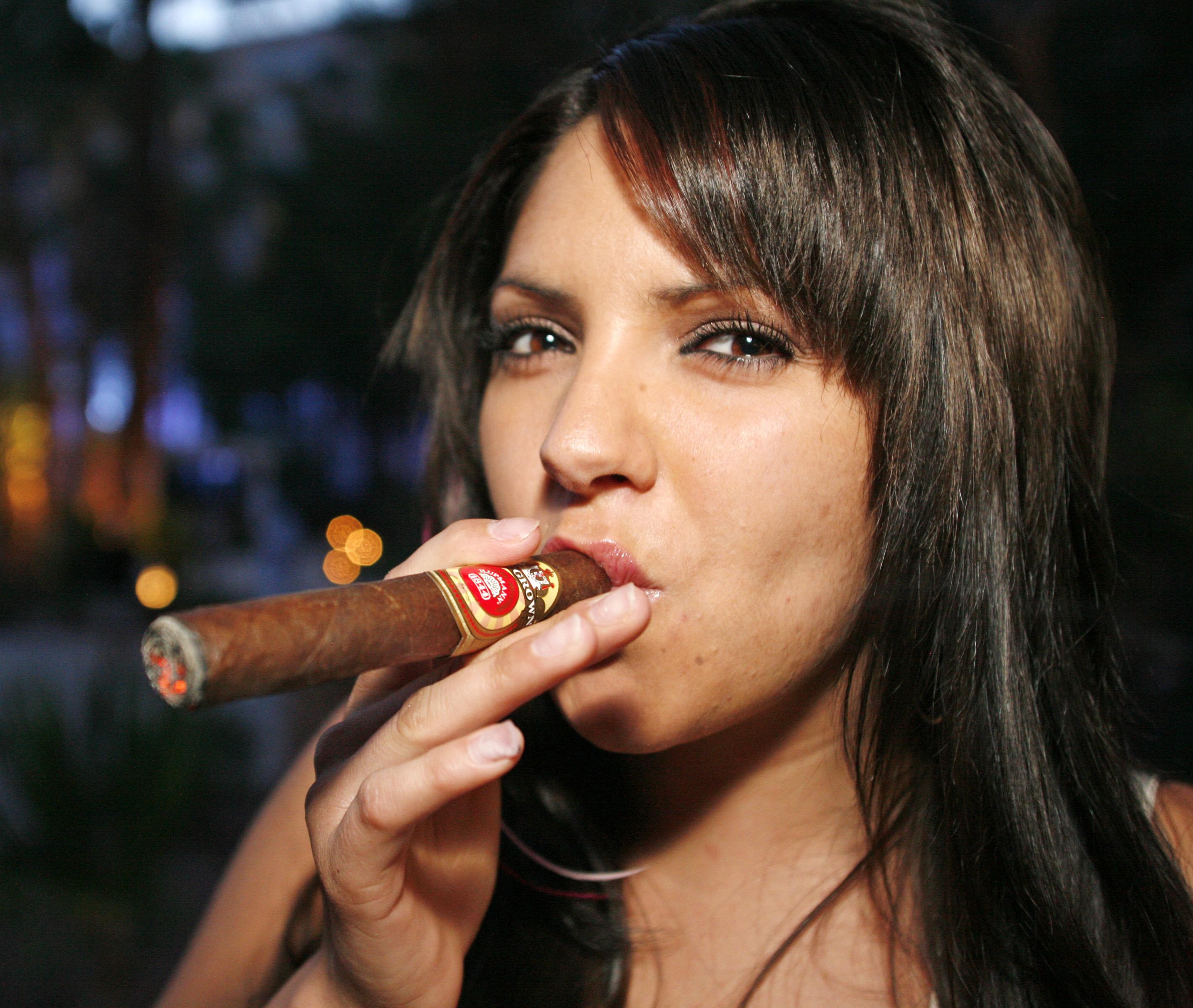 Что мужчина думает о женском курении?  | мужчина и женщина | школажизни.ру