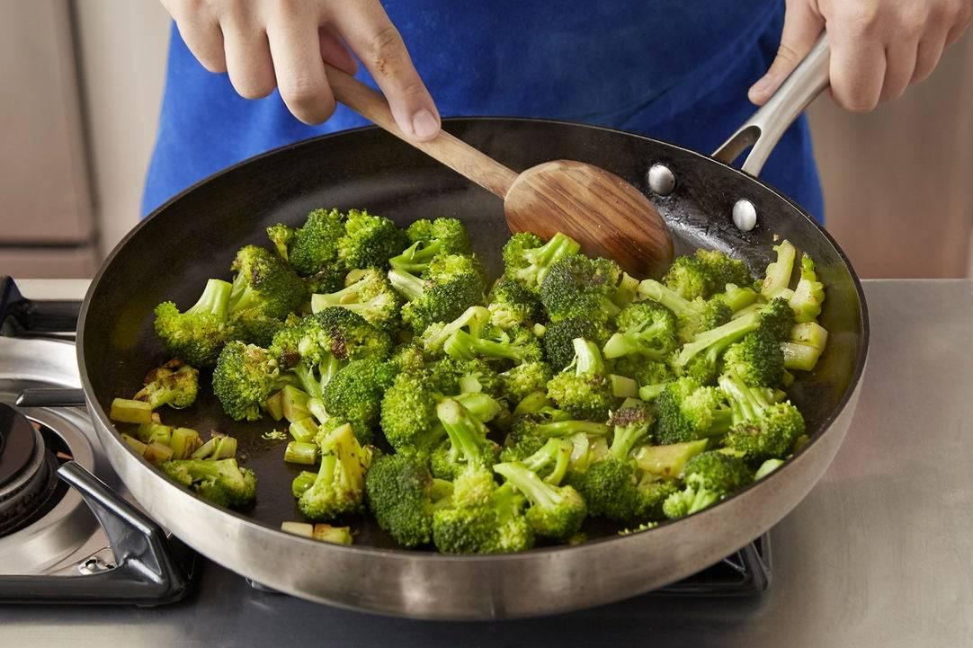 Диетический рецепт с брокколи в духовке. 5 диетических рецептов с брокколи.