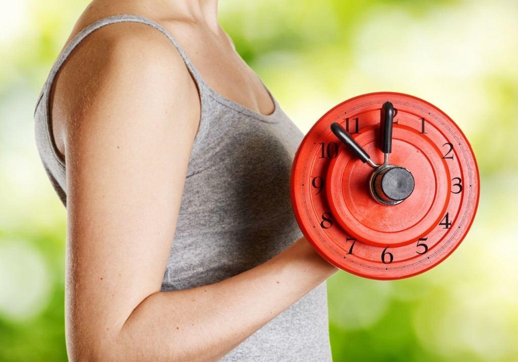 В какое время лучше бегать для похудения: утром или вечером, чтобы похудеть