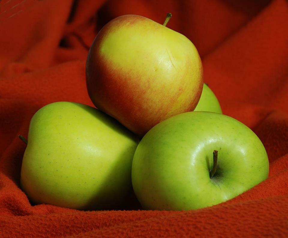 Яблоки: полезные свойства и противопоказания