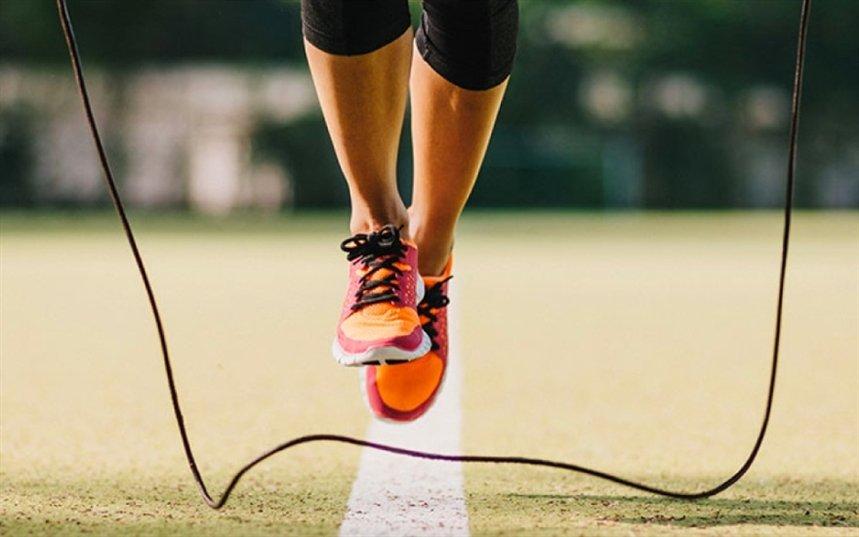 Как правильно прыгать на скакалке — упражнения для начинающих