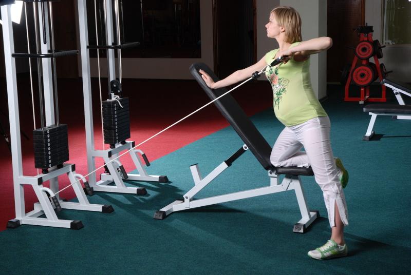 Упражнения на спину в тренажерном зале: базовые упражнения на прокачку мышц спины, тренировка для девушек на тренажерах
