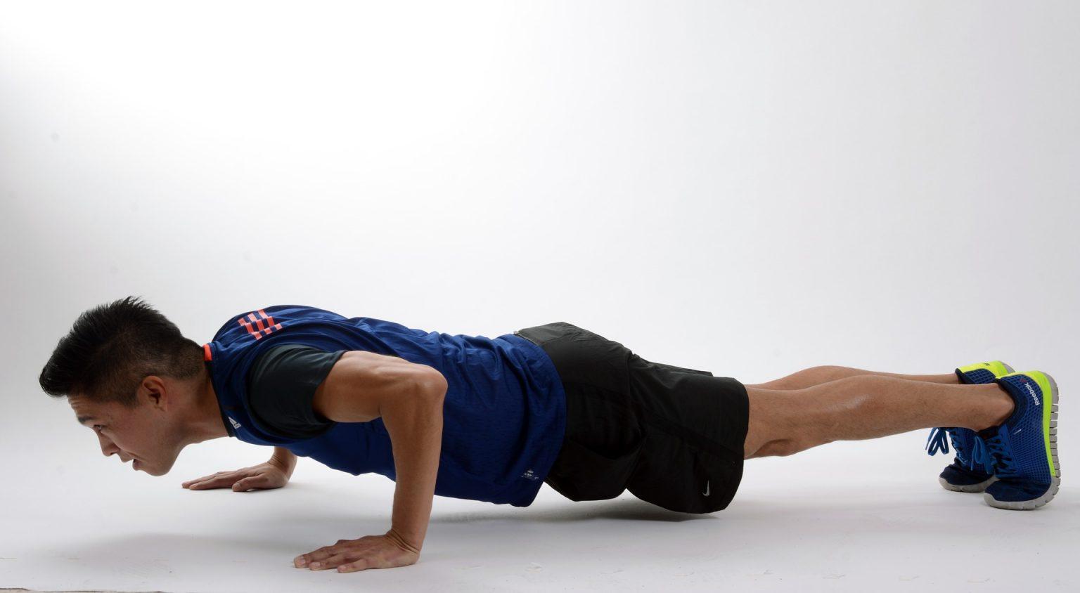 Как правильно выполнять упражнение sit-up (ситап) для мышц пресса?
