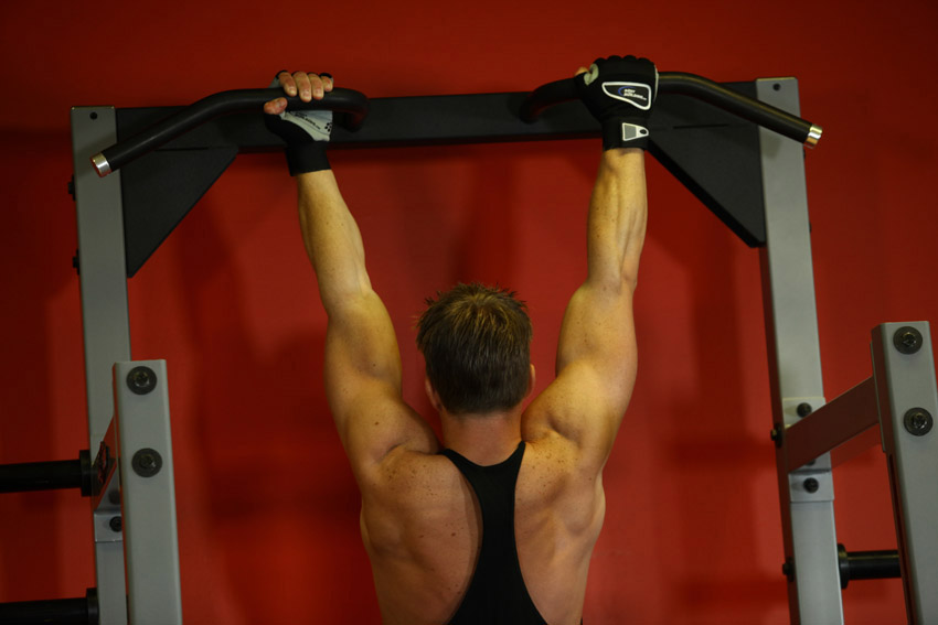 Базовые и вспомогательные упражнения на спину в тренажерном зале