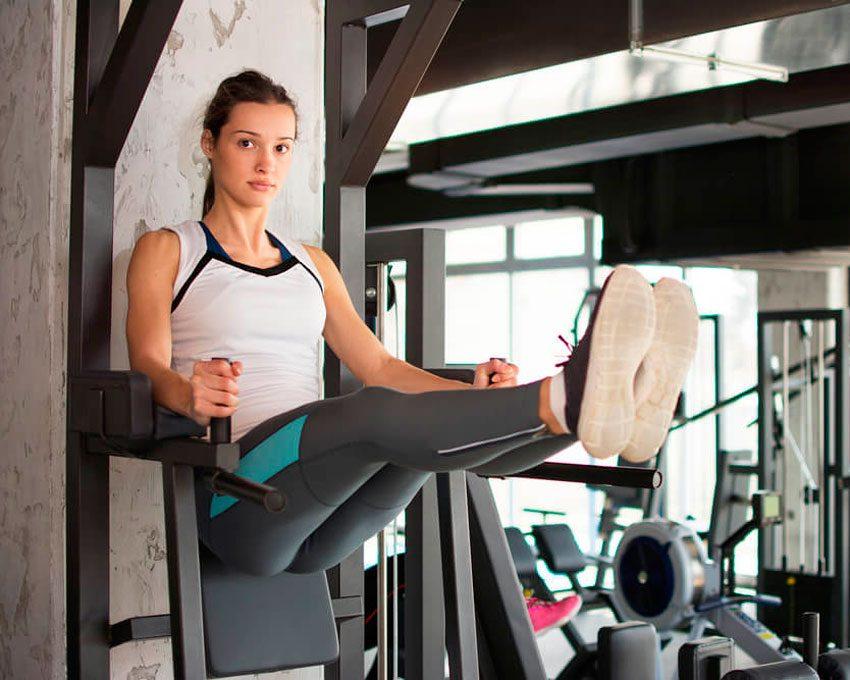 Стойка на локтях: польза от упражнения и как научиться её делать?