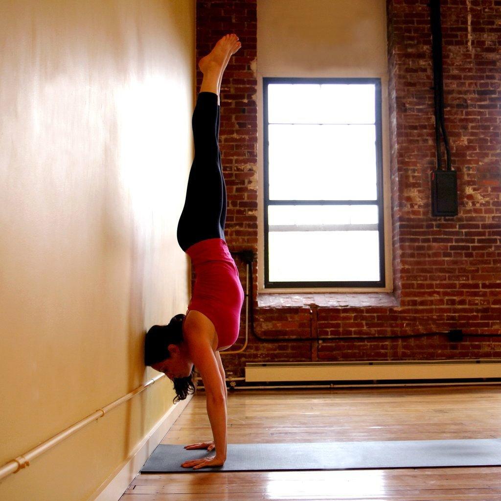 Хотите научиться стоять на руках? топ-15 советов и упражнений!