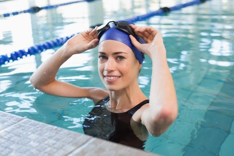 Польза плавания: стоит ли плавать в бассейне или нет?