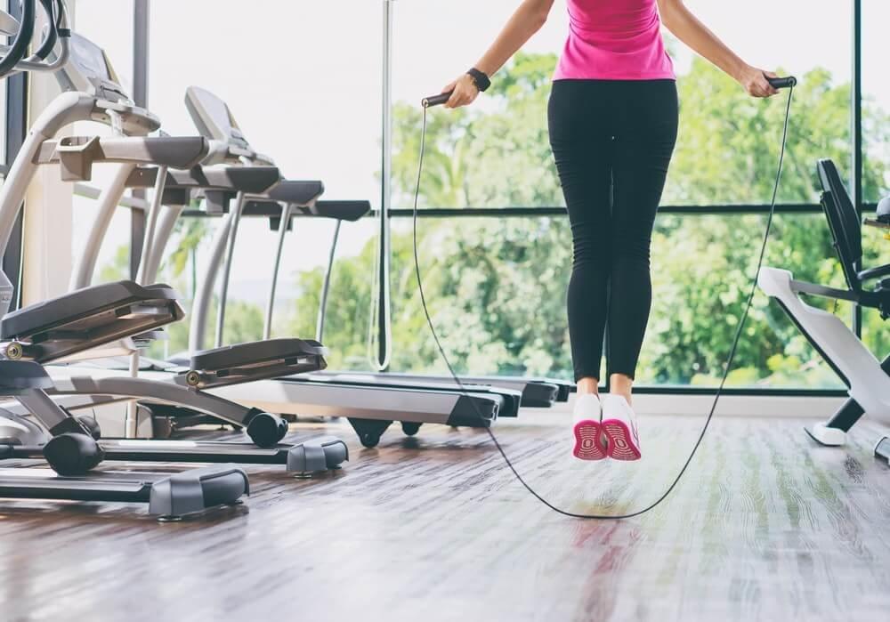 Упражнения для похудения для девушек: примеры жиросжигающих тренировок для зала и дома