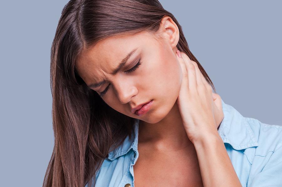 Болит шея: что делать, как избавиться от боли в домашних условиях, к какому врачу обратиться, лечение таблетками и компрессами