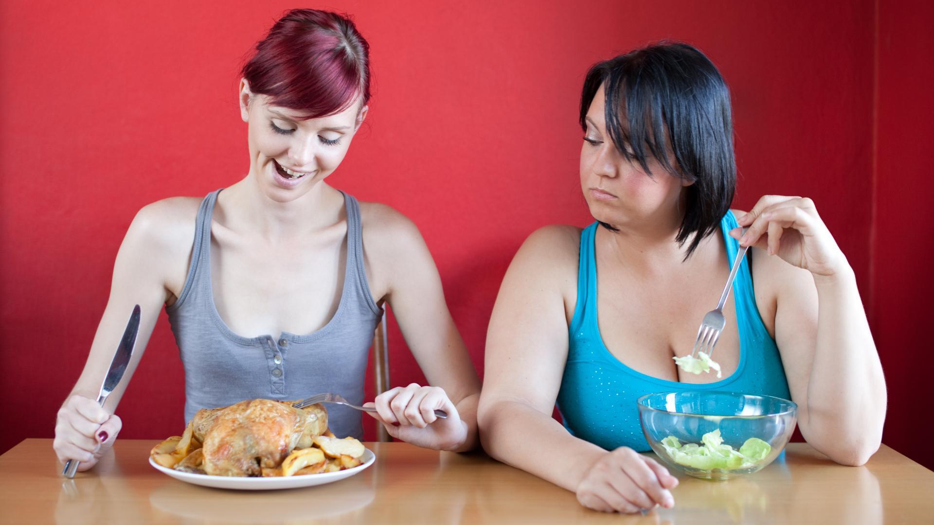Похудение: почему перестает снижаться вес, несмотря на на строгое