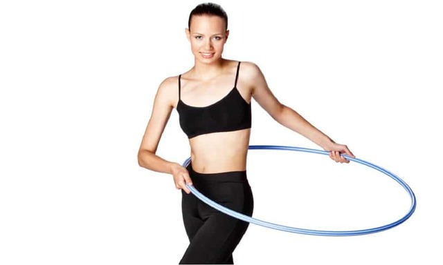Полезно ли крутить обруч: эффект упражнения для похудения талии и живота, противопоказания