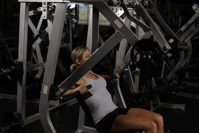 Жим от груди в тренажере сидя: фото и видео упражнения