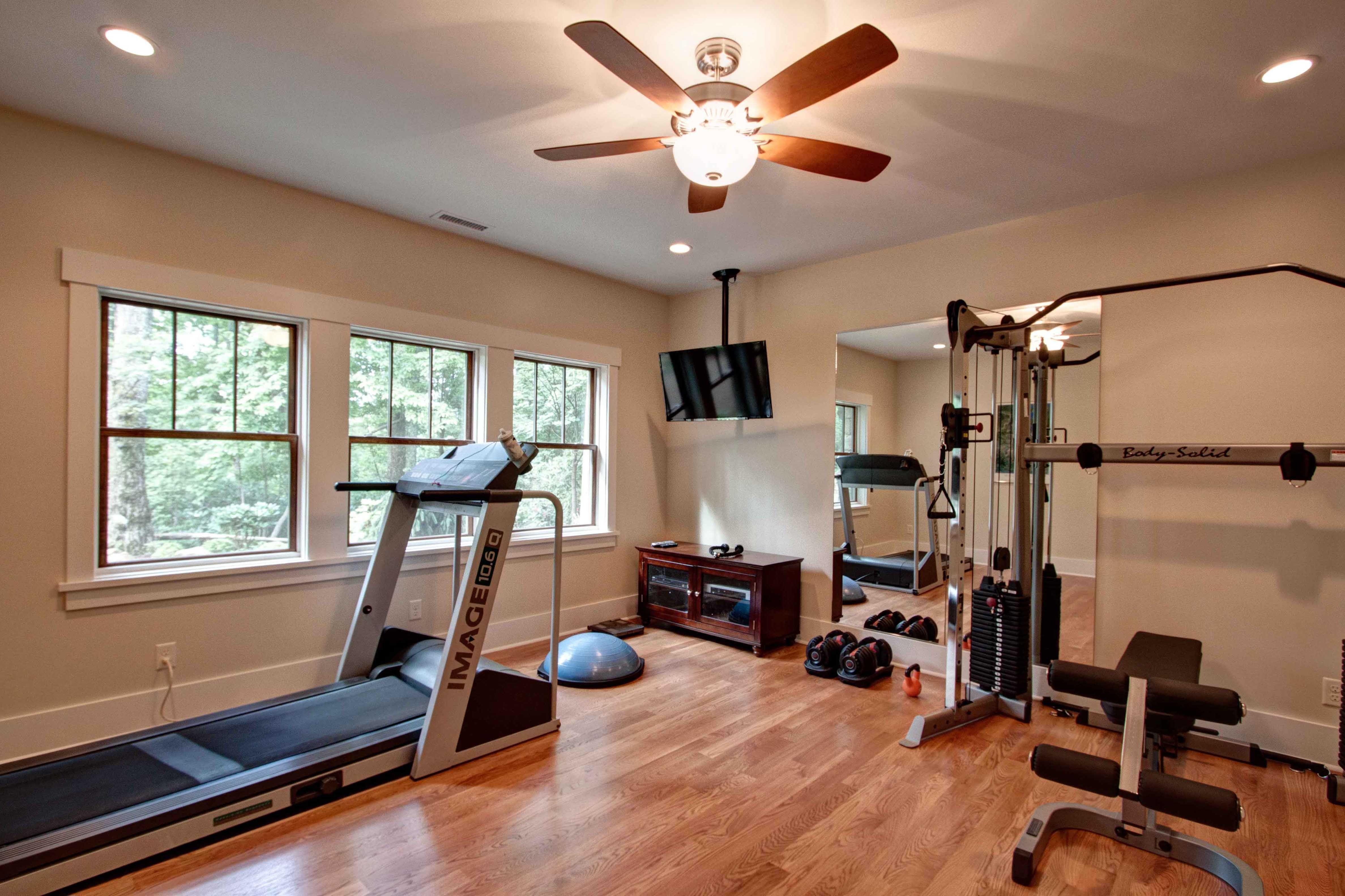 Домашний спортзал: 56 фото комнат с тренажерами, мини тренажерка в частной постройке
