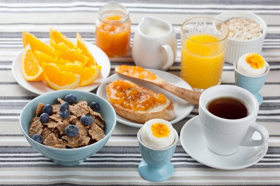 Как правильно завтракать по утрам: мифы и ошибки в завтраках