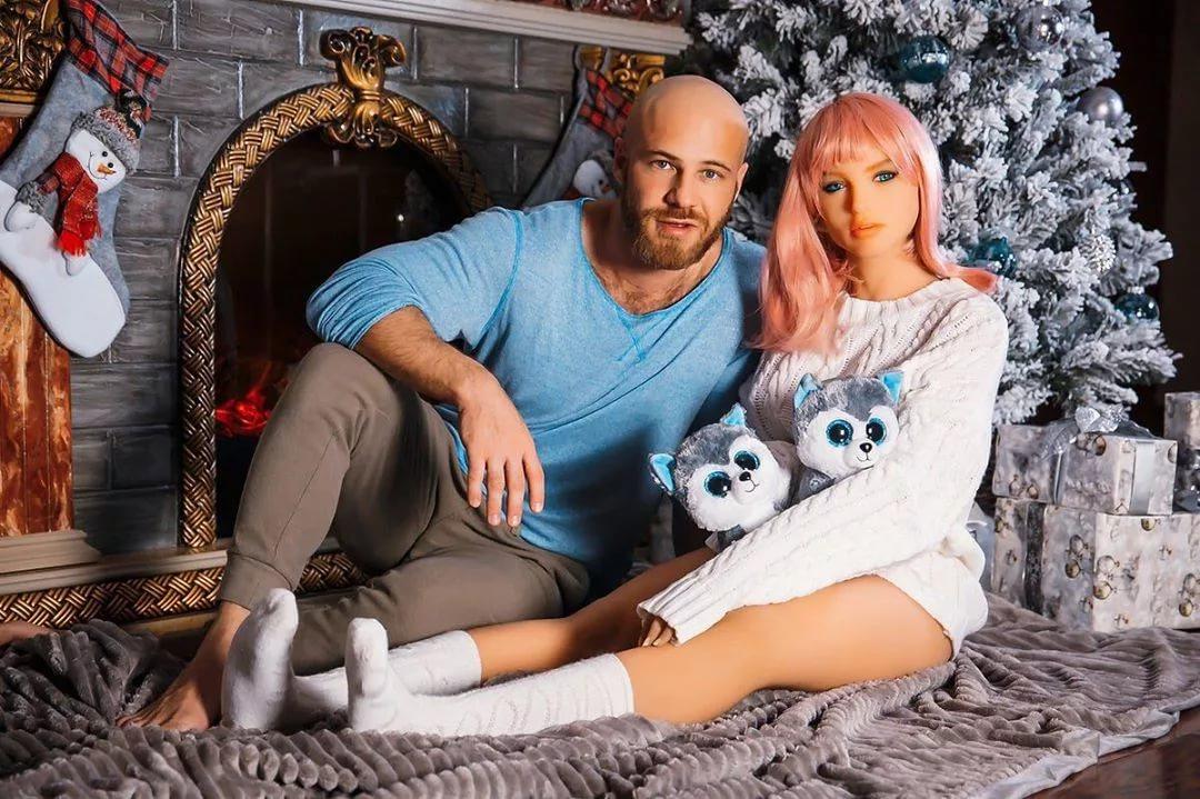 Бодибилдер женился на кукле. реальная история «любви» из казахстана