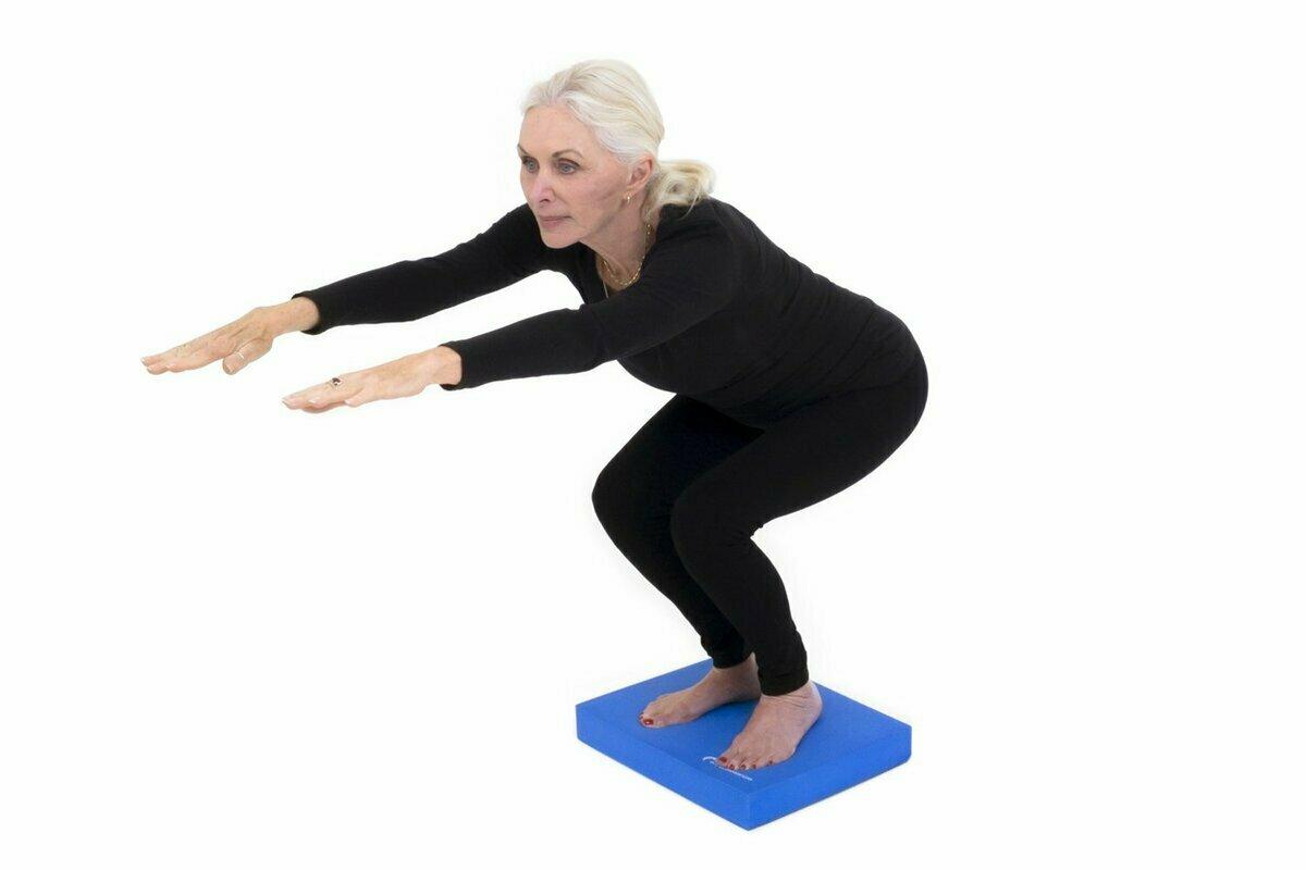 Приседания: техника выполнения, как правильно делать упражнение, польза и вред для здоровья