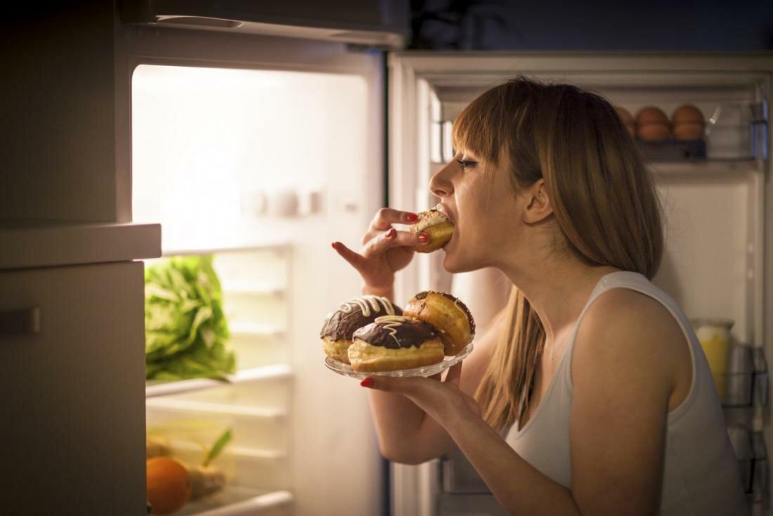 Как уменьшить аппетит: психологические уловки и продукты, которые помогут