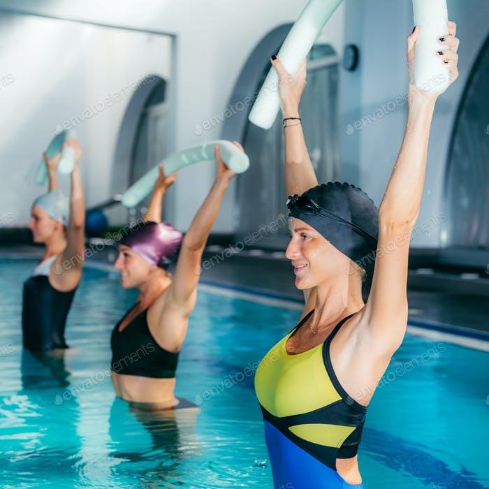 Аквааэробика для похудения: упражнения, показания, отзывы, фото, видео