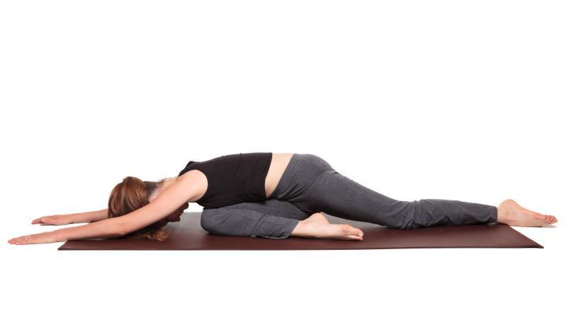 Дханураса (поза лука) в йоге: техника выполнения с фото, польза и вред
