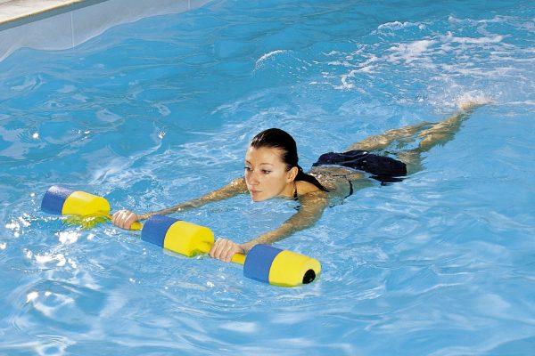Почему после бассейна болит спина и что с этим делать?