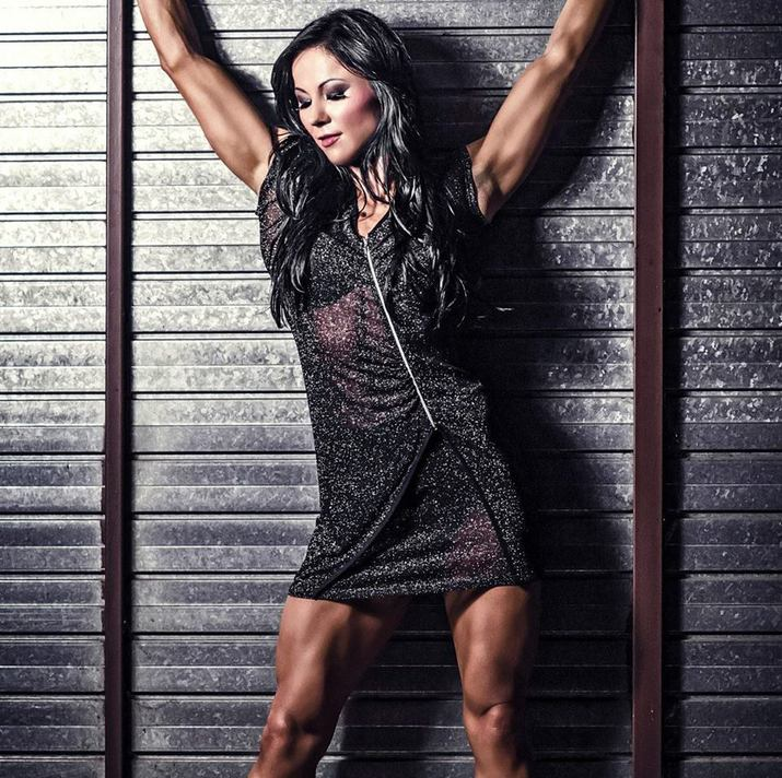 5 бодибилдерш в платьях — как выглядит сочетание мускул и женственности?