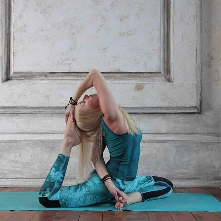 Как научиться делать позу павлина в йоге