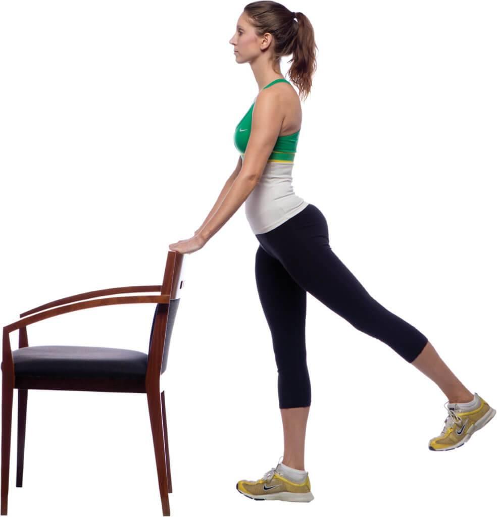 Махи ногой назад в партере – упражнение для развития мышц ягодиц и бедер