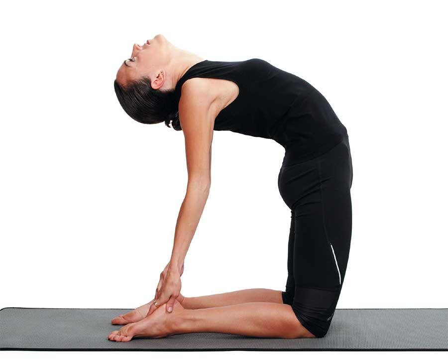 Подъемы на носки стоя и сидя: техника выполнения, работающие мышцы