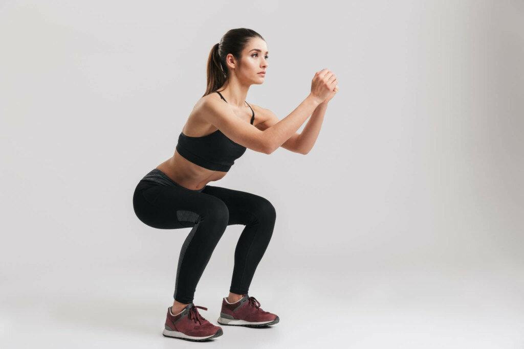Приседания для женщин — техника, польза и варианты исполнения » спортивный мурманск