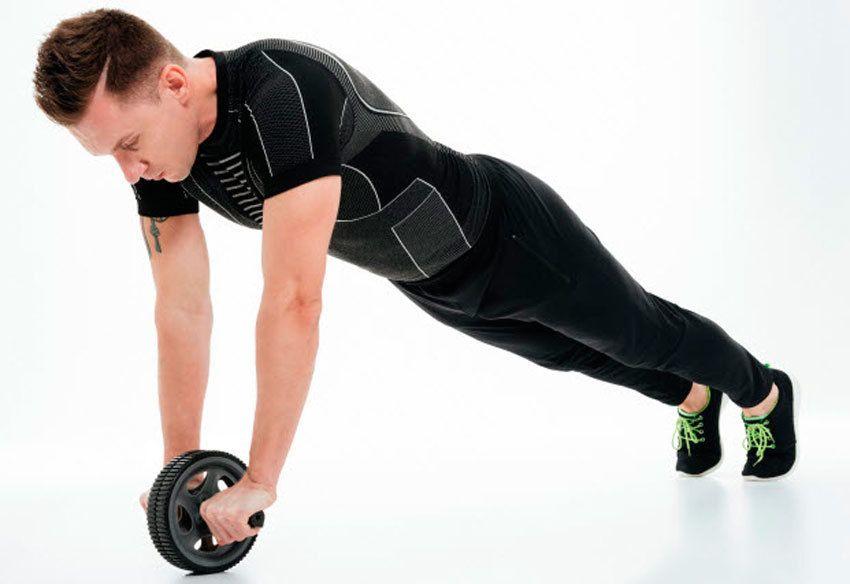 Упражнения с гимнастическим роликом: качаем пресс правильно
