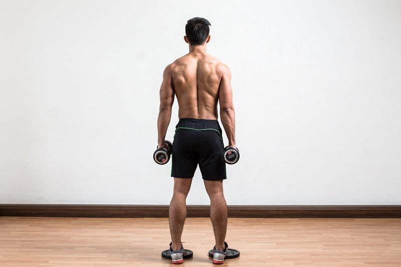 Упражнения с гантелями для ног и ягодиц
