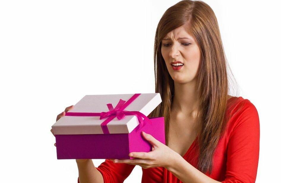 Можно ли передарить даренные подарки - приметы, правила