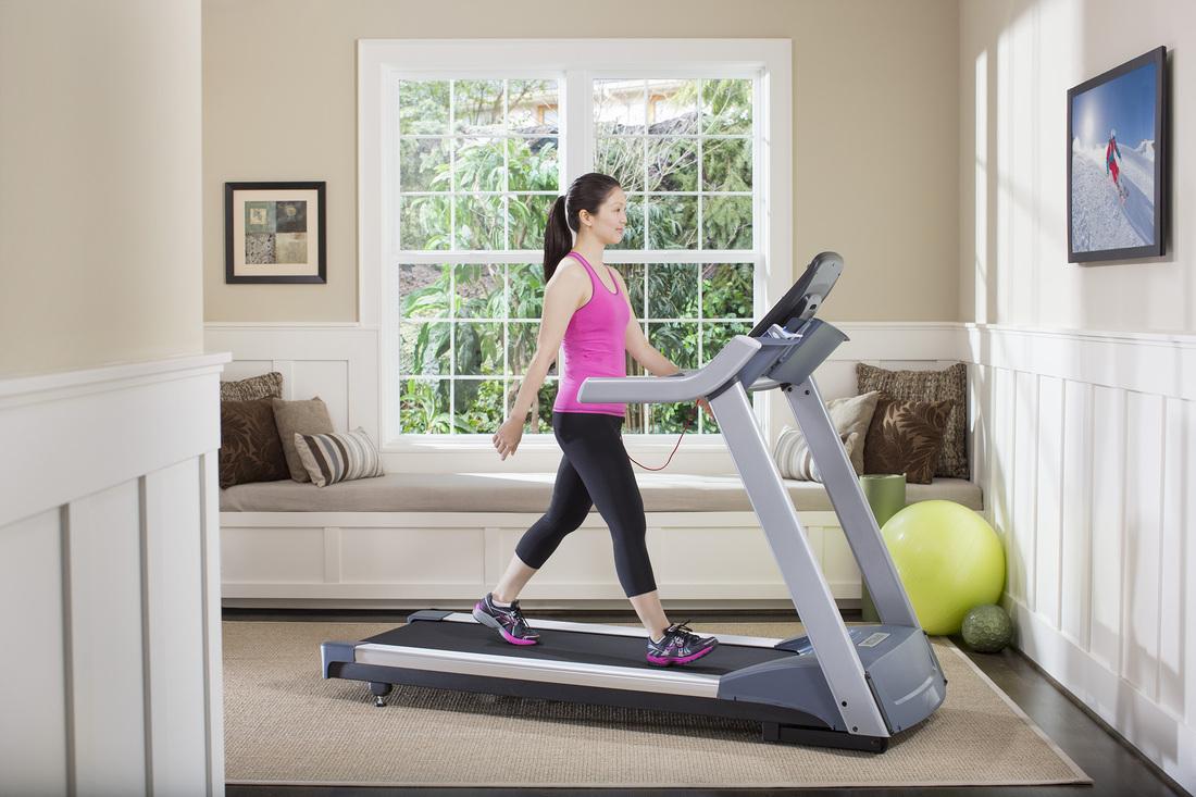 Велотренажер или беговая дорожка: как выбрать хороший и эффективный способ тренироваться дома