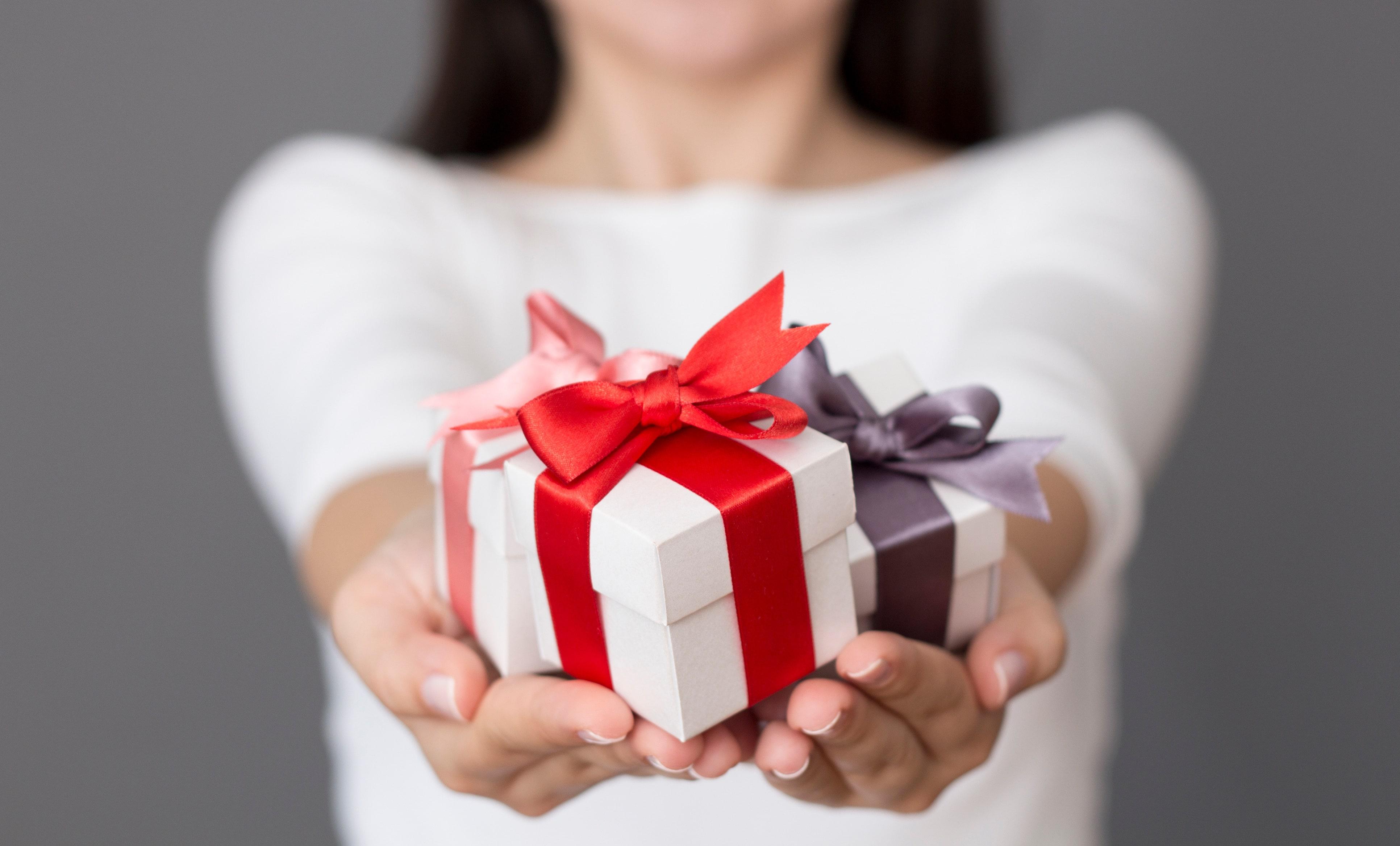 Полезные и практичные подарки для женщин: 100+ идей