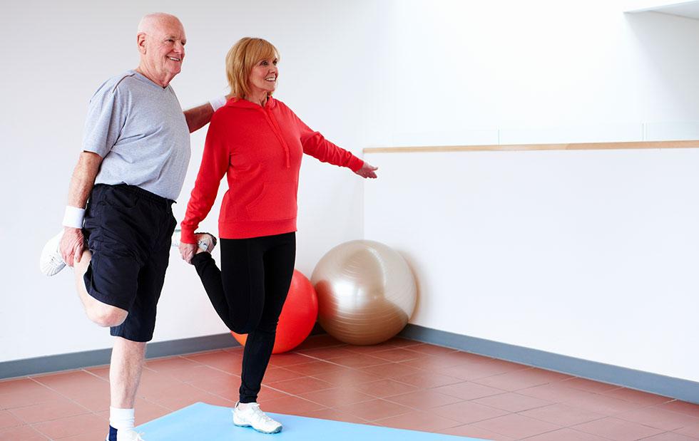Эффективность упражнений гимнастики для суставов ног: разбор комплексов популярных врачей‐реабилитологов и тибетской практики