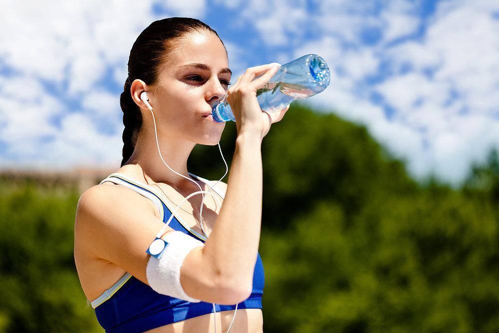 Сколько пить воды в день – польза и вред для здоровья