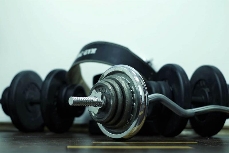 Как выбрать гантели: по весу, форме, материалу и производителю