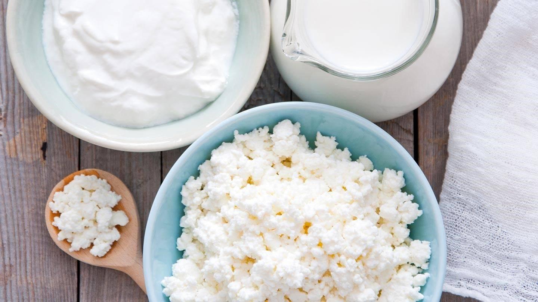 Можно ли есть творог на ночь при похудении: польза и вред обезжиренного продукта, со сметаной, кефиром