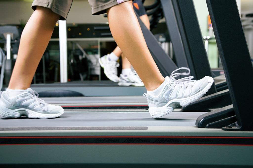 Как похудеть на беговой дорожке мужчине или женщине - польза занятий и программы упражнений