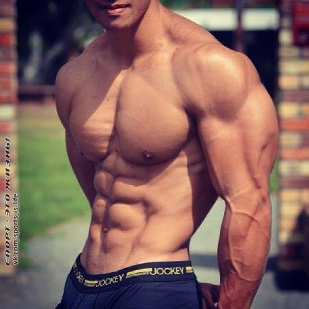 Красивое мужское тело в домашних условиях