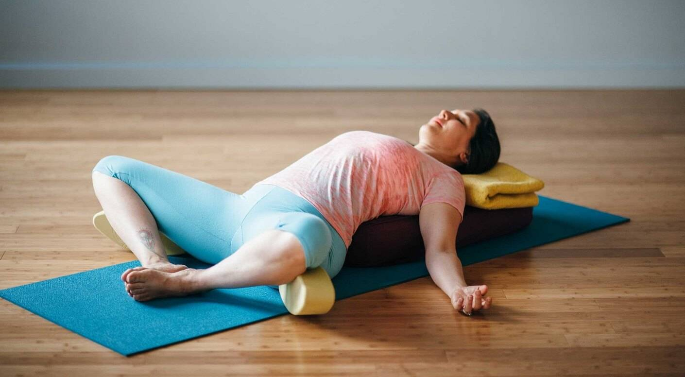 Йога для беременных (25 фото): правила занятий в 1, 2 и 3 триместрах в домашних условиях, упражнения во время беременности, отзывы
