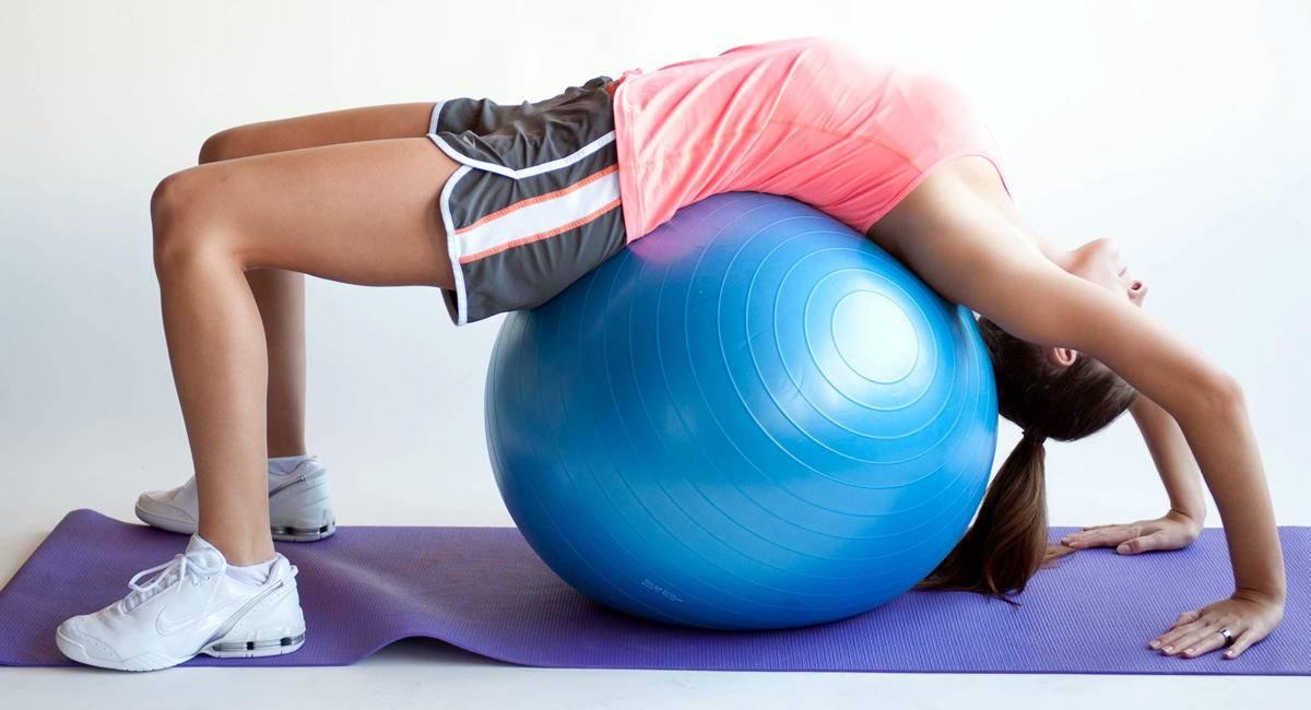 Упражнения на фитболе - 57 фото тренировок для здоровья и красоты