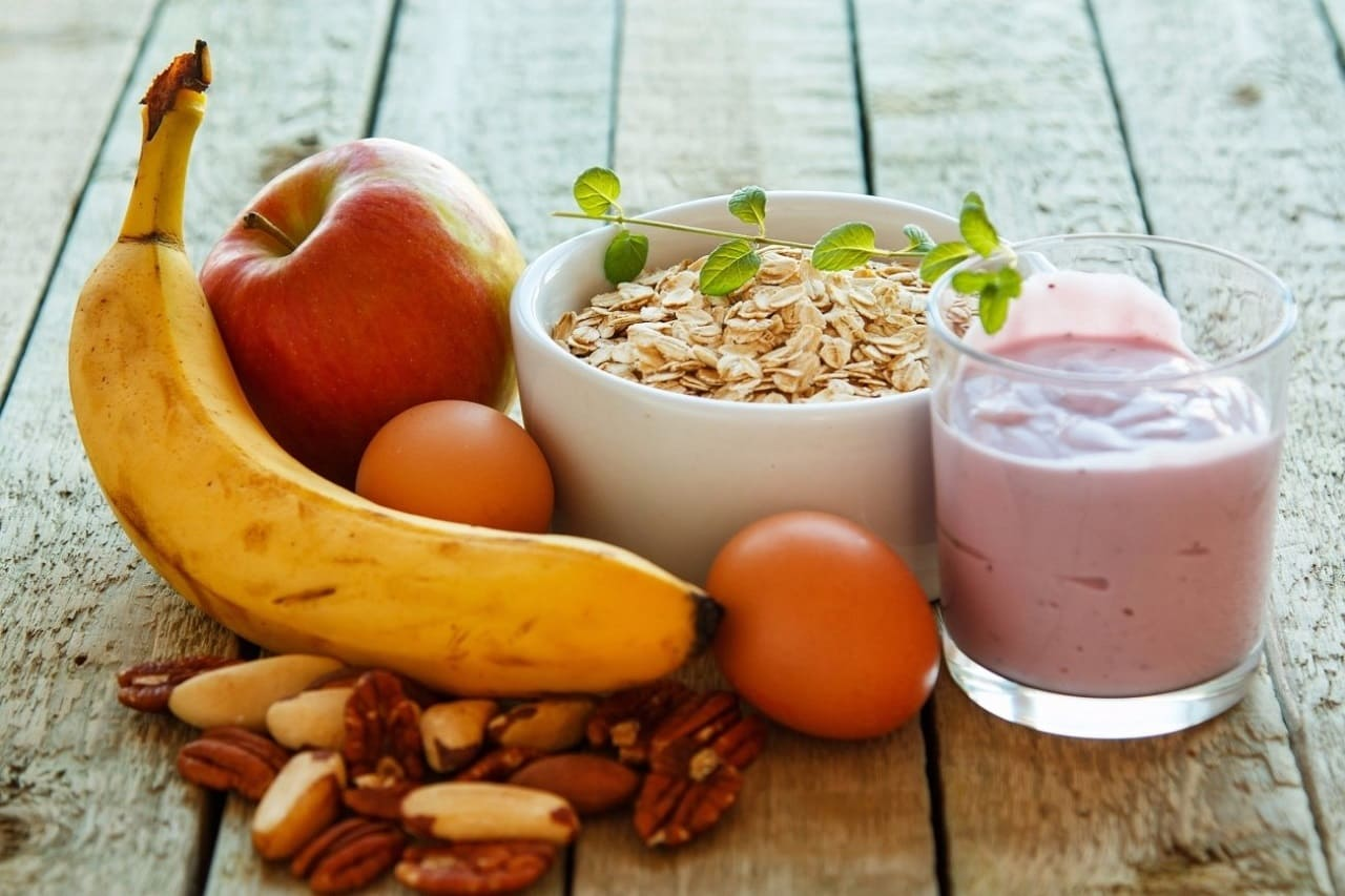 Какие продукты лучше не есть натощак, а какие полезно употреблять на голодный желудок