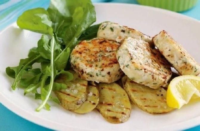 Диетические паровые рыбные котлеты – кулинарный рецепт