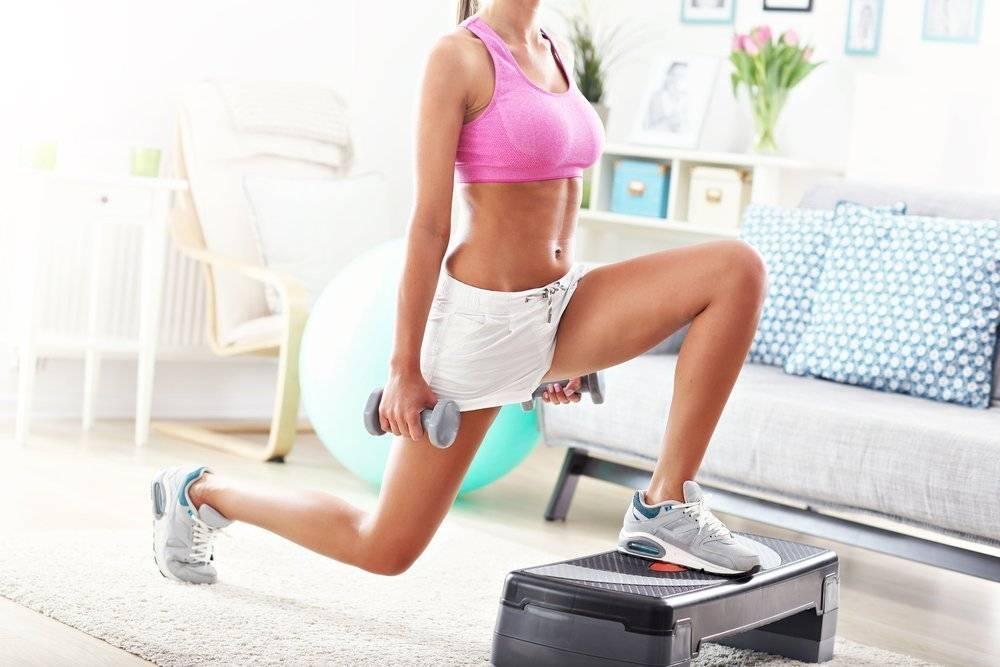 Тренировка на улице для девушек и мужчин: программа и упражнения на рельеф и похудение