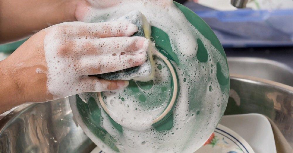 Как правильно мыть посуду вручную дома – правила, последовательность, средства для мытья
