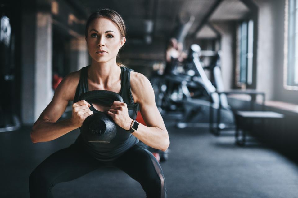 Утренняя зарядка для женщин за 50 — простой и действенный комплекс упражнений с фото